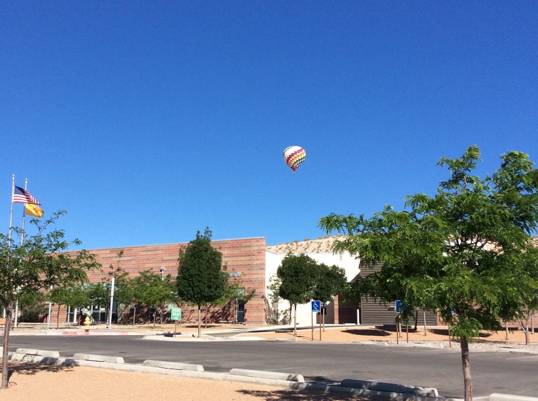 Loma Colorado Main Library, hot air balloon